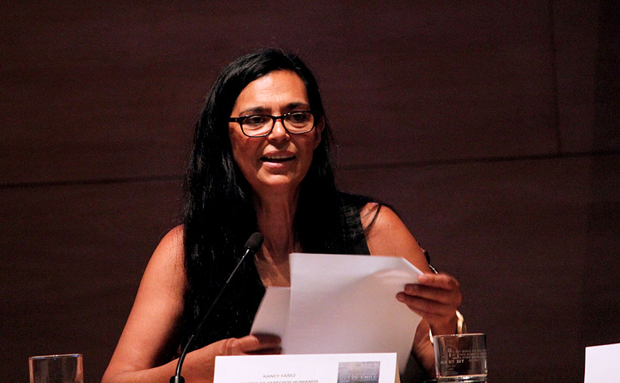 En la presentación del informe de la Defensoría Jurídica de la Universidad de Chile, la directora del Centro de Derechos Humanos, Nancy Yáñez, sostuvo que Hay una serie de conductas que evidencian una actuación sistemática de vulneración. Foto: Alejandra Fuenzalida / Prensa UChile.