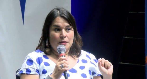 Senadora Carla Peñaloza, académica del Departamento de Ciencias Históricas de la Facultad de Filosofía y Humanidades.