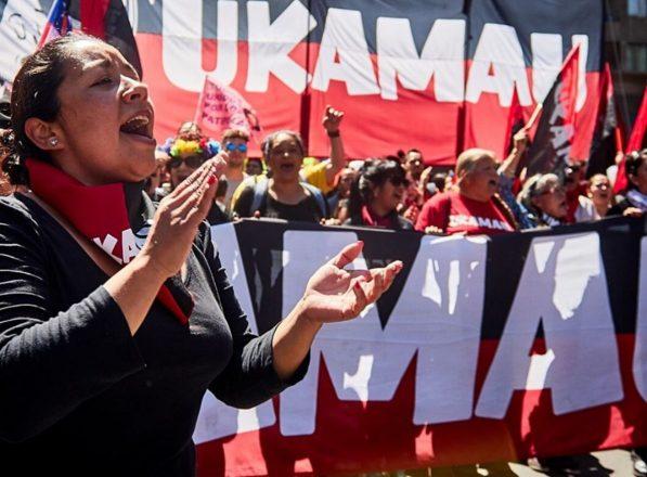 Entre sus demandas, el Movimiento de Pobladores Ukamau apunta al derecho a la vivienda, la construcción de barrio como unidad social indispensable y la ciudad como una necesidad básica (Foto: www.ukamau.cl).