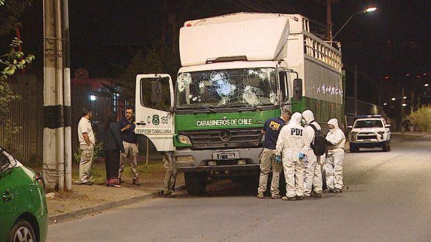 El uniformado que conducía el camión de Carabineros que atropelló y mató a Jorge Mora (37) fue formalizado por cuasidelito de homicidio y quedó con medidas cautelares de firma semanal y arraigo nacional. Foto: Archivo.
