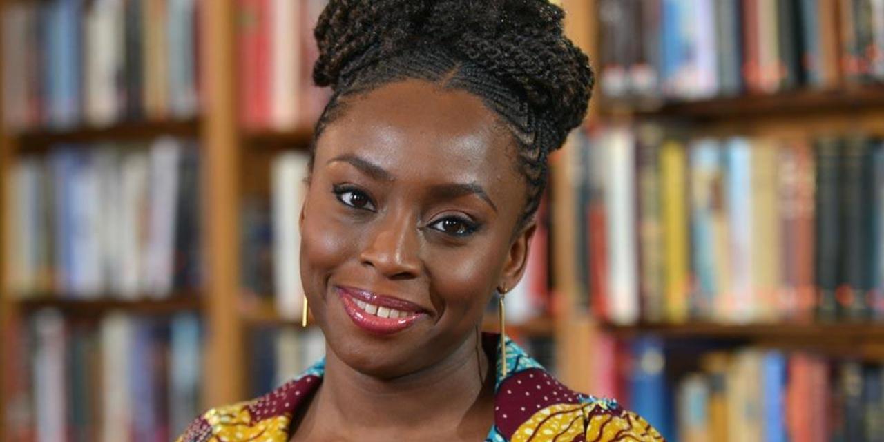 """Chimamanda Ngozi Adichie, escritora nigeriana: """"Sí importan las historias  que leemos"""" « Diario y Radio U Chile"""
