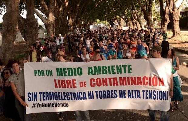 El año 2017, cuando el proyecto fue aprobado por el Servicio de Evaluación Ambiental, las agrupaciones de la zona entregaron a la Intendencia de Valparaíso más de mil cartas de personas que se manifestaban en contra de la termoeléctrica. Foto: Facebook Libres de Alta Tensión.