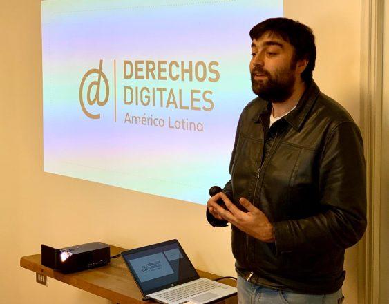 Pablo Viollier es abogado de la ONG Derechos Digitales y académico de la Universidad Diego Portales. Se ha especializado en derecho y tecnología, protección de datos personales y ciberseguridad. Foto: Corporación Opción.