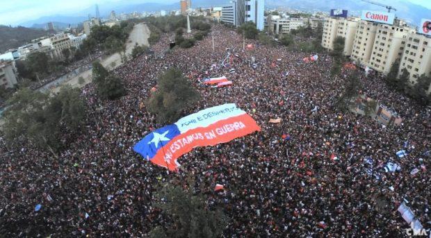 El pasado 18 de octubre Chile vivió un denominado 'estallido social' que levantó demandas de la ciudadanía en torno a mayor igualdad en el país y la impugnación a una clase política fuertemente elitista. Foto: Archivo.