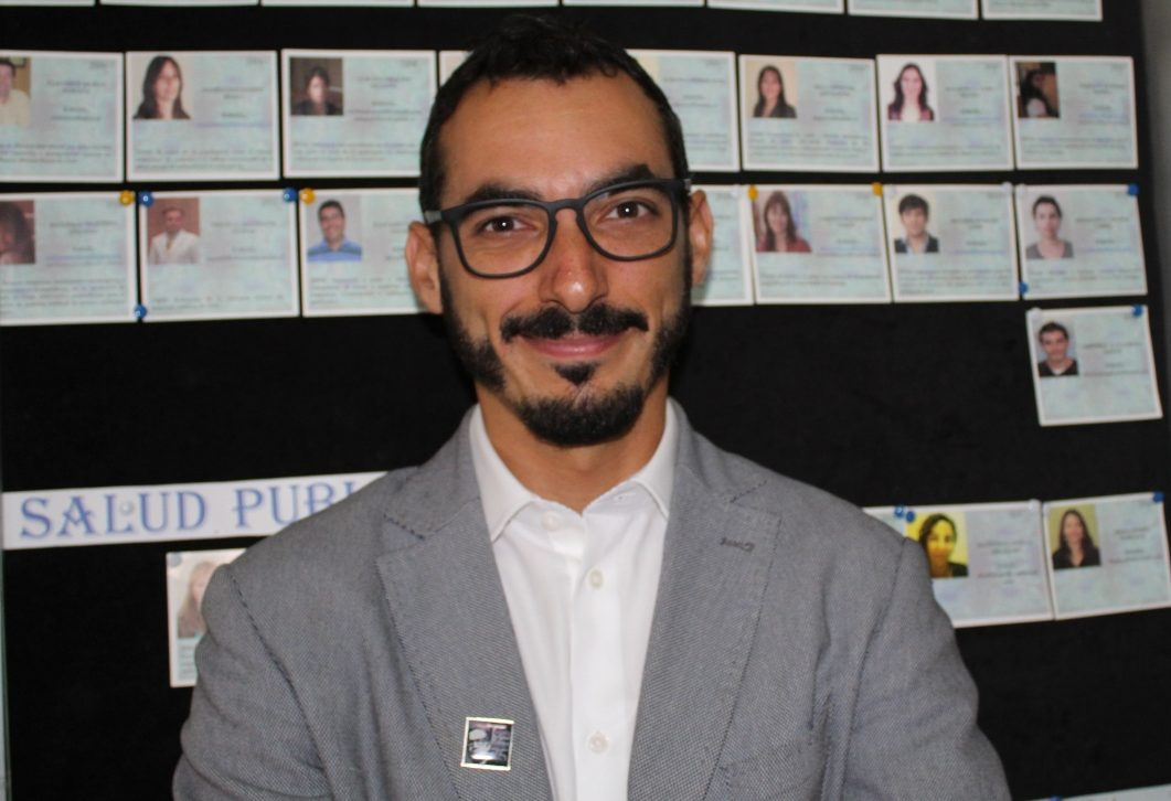 El Dr. Cristóbal Cuadrado es médico salubrista y académico de la Escuela de Salud Pública de la Universidad de Chile. Además, es secretario técnico del Departamento de Salud Pública del Colegio Médico.
