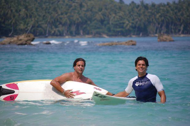 Luis Lacalle Pou junto a su hermano, Juan José, en Indonesia.