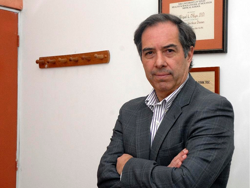 El profesor Miguel O'Ryan es médico infectólogo del Instituto Biomédico de la Universidad de Chile y miembro de la Mesa Técnica del Gobierno por COVID-19. Foto: UChile.