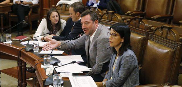 Ministro Sebastián Sichel en la comisión mixta.