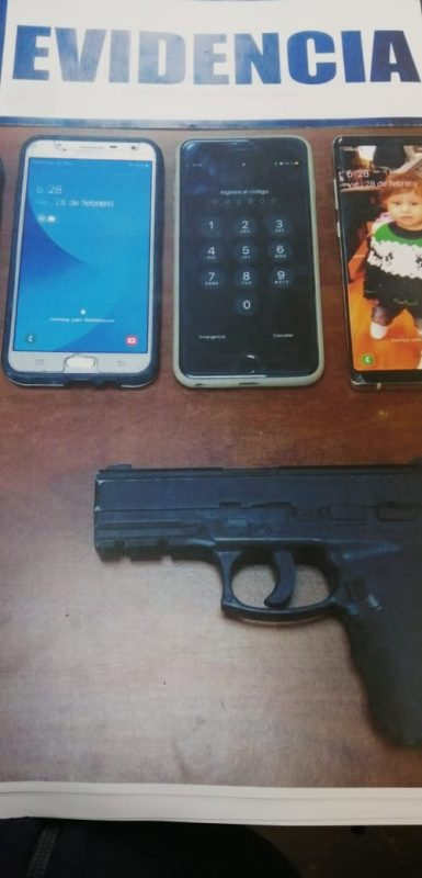 Elementos incautados por la Policía de Investigaciones (PDI) al sujeto que será formalizado este martes por porte de armas de fuego. Foto: Fiscalía Valparaíso.