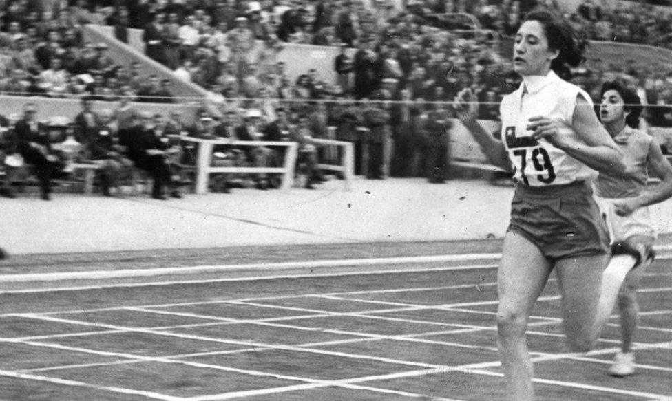 Adriana Millard fue la abanderada de Chile en los Juegos Olímpicos de Helsinki 1952.
