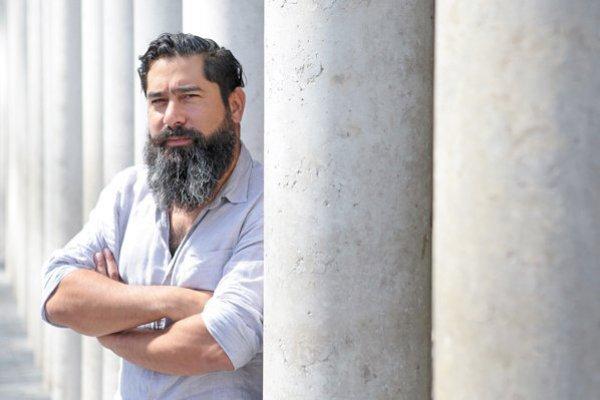 Para el analista político y académico de la Universidad Adolfo Ibáñez, Cristóbal Bellolio, el las características de esta crisis exigen que éstos se pongan al servicio de la autoridad central.