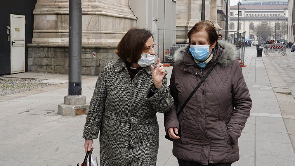 February 25, 2020 - Milan, Italy: Pedestrians wearing a protective face mask walk by Duomo Cathedral. The city centre appears almost empty following the order of the Ministry of Health, in agreement with the President of the Lombardy Region, to suspend events and initiatives of any meeting in public and private places, including sport, religious, recreational and cultural ones until Sunday 1 March, to prevent further diffusion of the Coronavirus.. (Lucia Sabatelli/Contacto) ONLY FOR USE IN SPAIN  February 25, 2020 - Milan, Italy: Pedestrians wearing a protective face mask walk by Duomo Cathedral. The city centre appears almost empty following the order of the Ministry of Health, in agreement with the President of the Lombardy Region, to suspend events and initiatives of any meeting in public and private places, including sport, religious, recreational and cultural ones until Sunday 1 March, to prevent further diffusion of the Coronavirus.. (Lucia Sabatelli/Contacto)  2/25/2020 ONLY FOR USE IN SPAIN