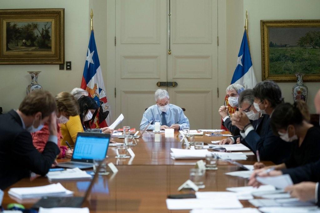 Durante la mañana de este lunes el presidente Sebastián Piñera se reunió con el Comité de Ministros por COVID-19 en donde se evaluaron las medidas implementadas durante este fin de semana. Foto: Presidencia.