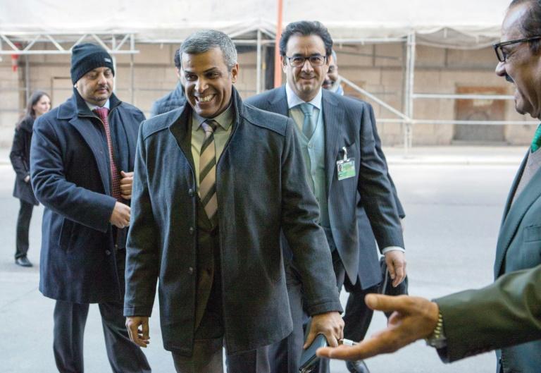 El ministro kuwaití Jaled al Fadhel llega a una reunión de la OPEP, el 5 de marzo de 2020 en Viena.