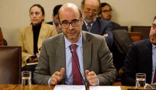 Fernando Atria es abogado constitucionalista y académico de la Facultad de Derecho de la Universidad de Chile. Es además presidente del partido político en conformación y recientemente inscrito en el Servel, Fuerza Común. Foto: Agencia Uno.