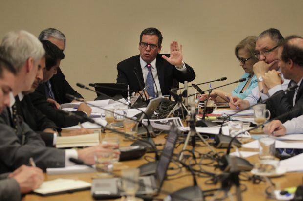 La Comisión de Constitución del Senado ha sido el principal escenario de la discusión del proyecto de ley que busca limitar la reelección de parlamentarios y otras autoridades con efecto retroactivo. Foto: Sebastián Cisternas.