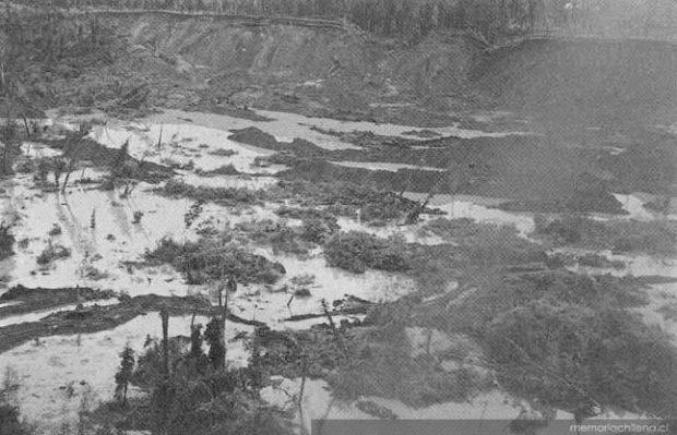 Derrumbes sobre el río San Pedro, 1960. Colección Biblioteca Nacional