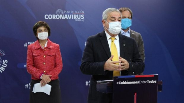 La terna a cargo de la salud de los chilenos en medio de la pandemia por COVID-19. El ministro de Salud, Jaime Mañalich; la subsecretaria de Salud Pública, Paula Daza; y el subsecretario de Redes Asistenciales, Arturo Zúñiga. Foto: Ministerio de Salud.