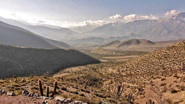 Con los pozos del sistema de Agua Potable Rural )()APR agotados, 19.130 personas se surten de camiones aljibe.