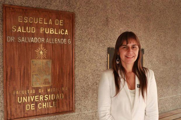 La académica y doctora en Salud Pública, Verónica Iglesias, es la directora de la Escuela de Salud Pública de la Facultad de Medicina de la Universidad de Chile. Foto: ESP UChile.