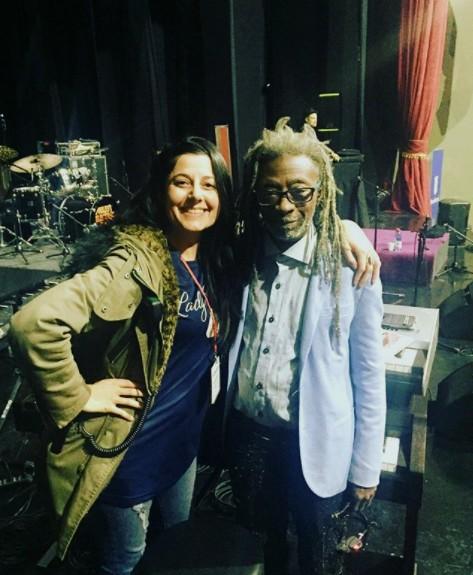 Fabiola Henríquez con el músico estadounidense Robert Irving III, durante su visita a Santiago en 2018. Foto: Cedida.