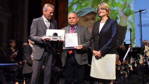 En septiembre del año 2019, Rodrigo Mundaca fue galardonado con el Premio Internacional de Derechos Humanos de Nüremberg 2018, debido a su compromiso como activista por el acceso al agua, la tierra y la protección del medio ambiente. Foto: Archivo.