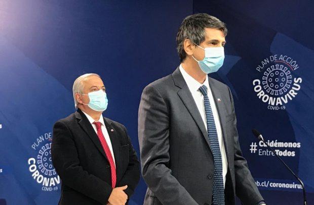 Ante la ausencia de los subsecretarios de Salud Pública y Redes Asistenciales, Paula Daza y Arturo Zúñiga, respectivamente; junto al ministro de Salud, Jaime Mañalich, estuvo el titular de Ciencia, Andrés Couve. Foto: Ministerio de Salud.