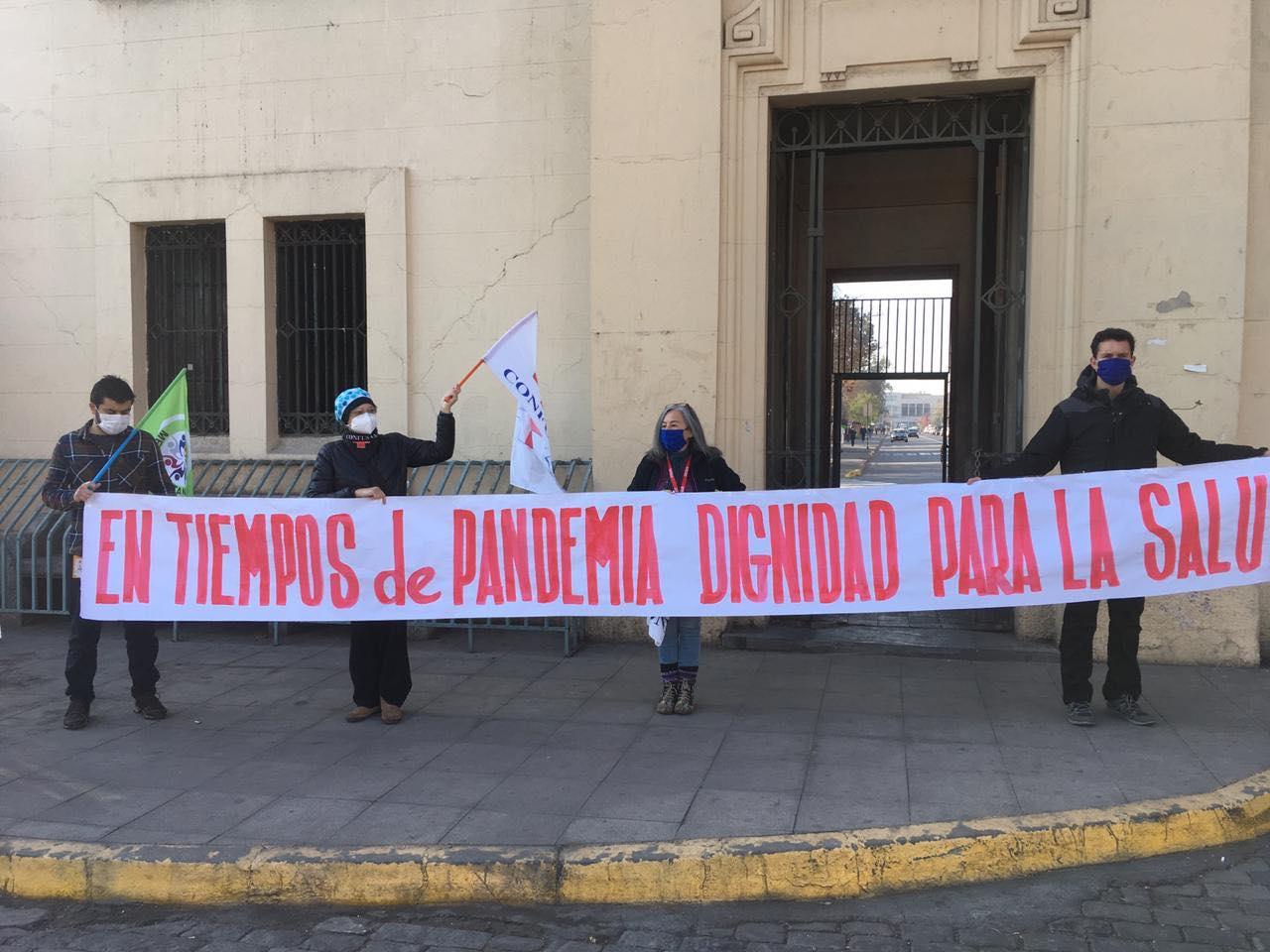 Manifestación a las afueras del Hospital Barros Luco Foto: Federpus Metropolitana