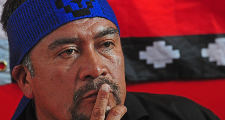 15 de febrero de 2018/SANTIAGO Tras el sobreseimiento de los ocho comuneros Mapuches, acusados en la Operacion Huracan, Hector Llaitul junto al abogado Rodrigo Roman, de la defensoria popular, dan una conferencia de prensa. FOTO: SEBASTIAN BELTRÁN GAETE/AGENCIAUNO
