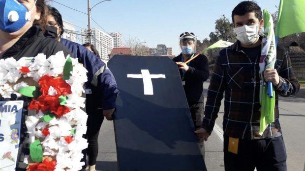Manifestación en el frontis del Hospital Barros Luco. Fotos: Ancosalud