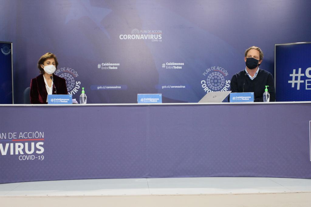 Ante la ausencia del ministro de Salud, Enrique Paris, el balance de este miércoles fue liderado por los subsecretarios de Salud Pública y Redes Asistenciales, Paula Daza y Arturo Zúñiga respectivamente. Foto: Ministerio de Salud.