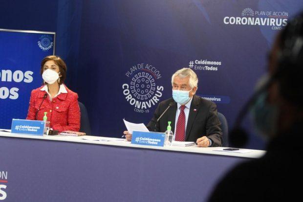 El reporte diario del Ministerio de Salud está liderado por el titular de la cartera, Enrique Paris, y los subsecretarios de Salud Pública y Redes Asistenciales, Paula Daza y Arturo Zúñiga respectivamente. Foto: Ministerio de Salud.