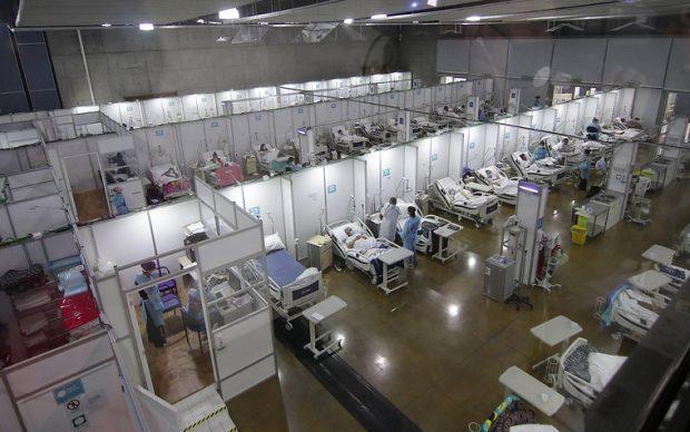El 7 de mayo el Centro Hospitalario Huechuraba comenzó a operar con 280 camas distribuidas en dos módulos. Sin embargo, según el contrato, el lugar estaba arrendado desde el 1 de abril. Foto: Agencia UNO.