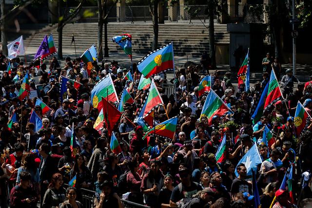 A juicio de Bengoa, los jóvenes han impulsado un proceso de descolonización en el sur de nuestro país.