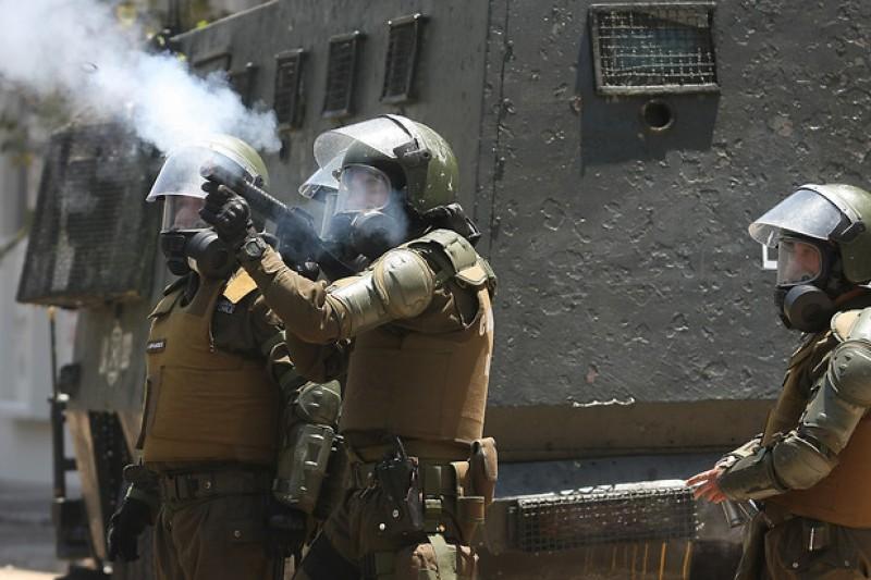 carabinero-lacrimogena