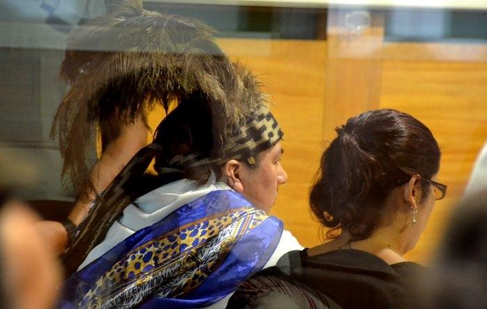 Este viernes se cumplen 103 días desde el inicio de la huelga de hambre que encabeza el machi Celestino Córdova, junto a otros 27 prisioneros mapuche. La autoridad ancestral pide cumplir su condena en su rehue, tal como lo indica el Convenio 169 de la OIT. Foto: Agencia UNO.