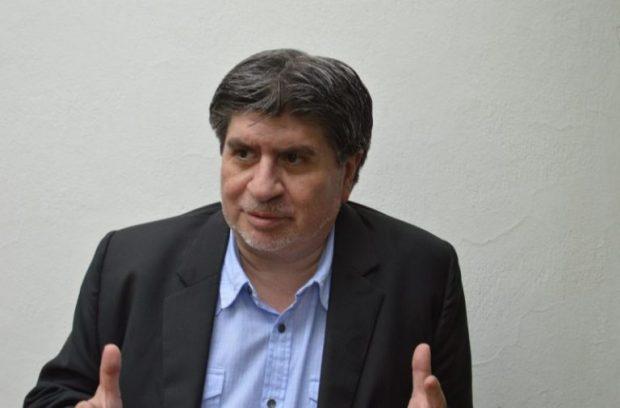 Ernesto Águila.