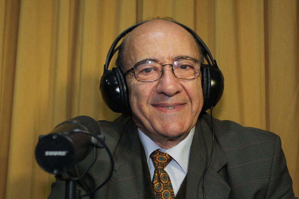 El bioquímico Jorge Babul es académico y director del Programa de Bachillerato de la Universidad de Chile. Ha sido presidente de las Sociedades Científicas de Chile. Foto: UChile.