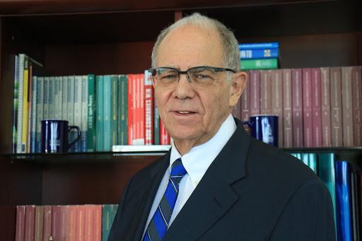 Manuel Agosín es PhD en Economía de la Universidad de Columbia. Es también profesor titular y emérito de la Facultad de Economía y Negocios de la Universidad de Chile, en donde se desempeñó como decano entre 2010 y 2018. Foto: FEN UChile.