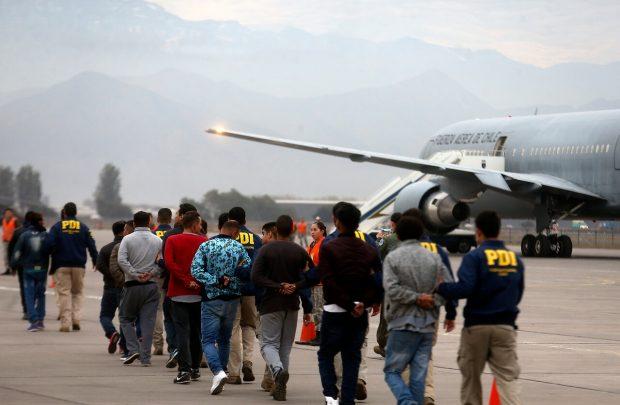 53 migrantes son expulsados por el Gobierno por incidentes delictivos ocasionados en el contexto del estallido social.