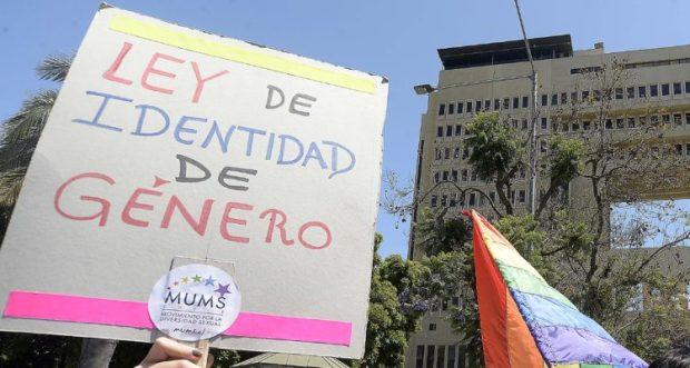 Protestan en el Frontis del Congreso Por Identidad de Género