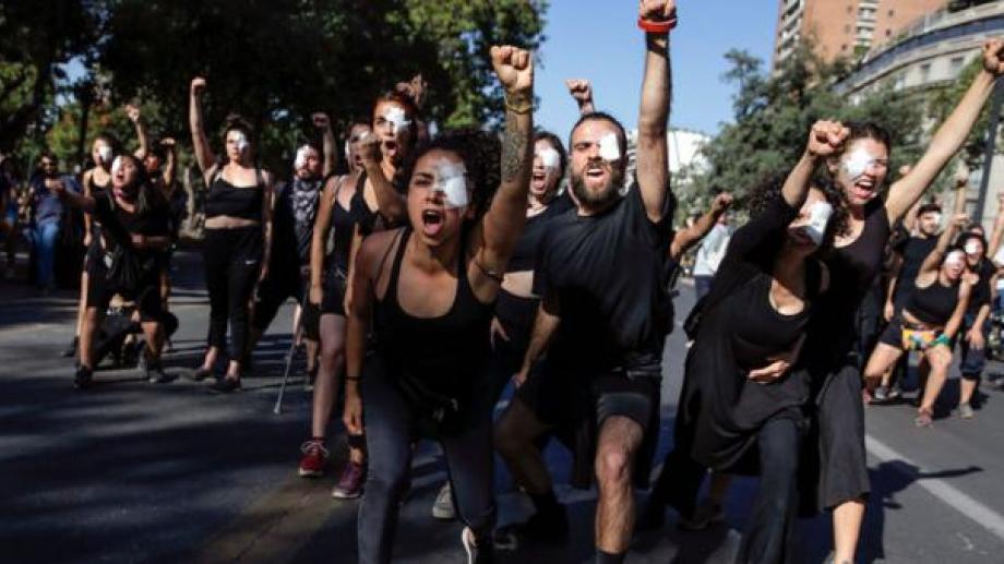 En las últimas semanas se han registrado manifestaciones y protestas en distintos lugares del país, pero sobre todo en las inmediaciones de la Plaza Baquedano. Foto: Archivo.