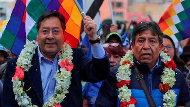 Los candidatos Luis Arce (i), como presidente y David Choquehuanca (d) como vicepresidente del Movimiento al Socialismo (MAS) de Evo Morales. EFE/Mart'n Alipaz/Archivo