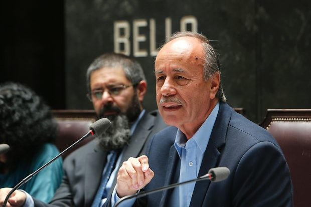 El abogado y presidente de la Comisión Chilena de Derechos Humanos, Carlos Margotta, encabeza la denuncia ante la Corte Penal Internacional. Foto: UChile.