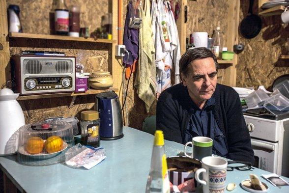 El sacerdote jesuita Felipe Berríos vive en el sector de La Chimba en Antofagasta, en donde participa de instancias vecinales y sociales junto a los vecinos y vecinas de la población. Foto: Archivo.
