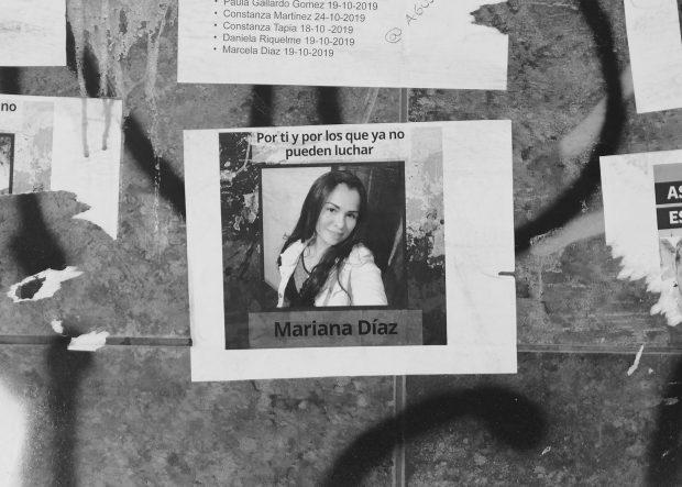 Cartel con el rostro de Mariana Díaz Ricaurte en la avenida Nueva Providencia.