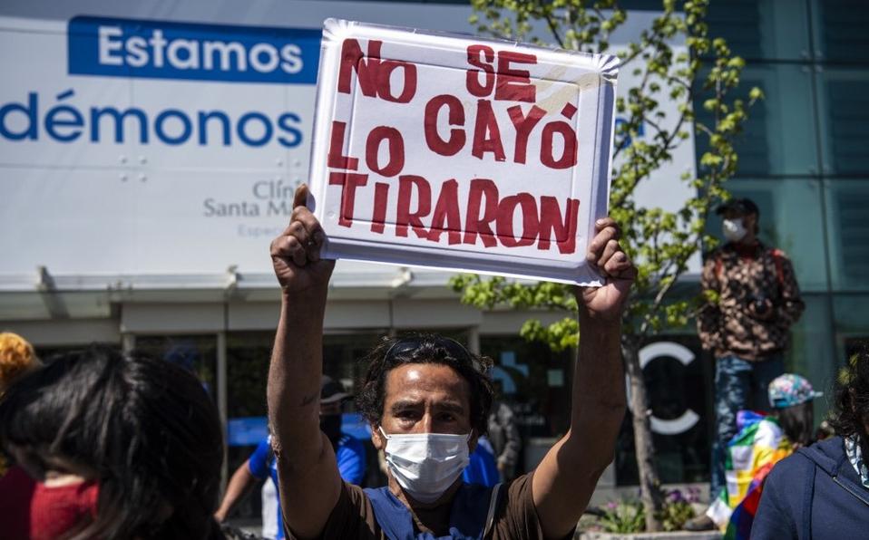 El viernes 2 de octubre, mientras se realizaban manifestaciones en el sector de Plaza Baquedano, un joven de 16 años fue empujado por un funcionario de Carabineros desde el puente Pío IX hacia el lecho del río Mapocho. Foto: Archivo.