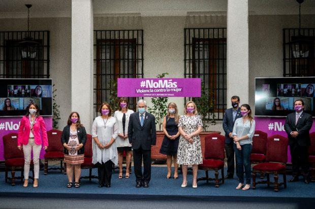 El Presidente de la República, Sebastián Piñera, encabezó este miércoles la conmemoración de Gobierno con motivo del Día Internacional de la Eliminación de Violencia contra las Mujeres. Foto: Presidencia.