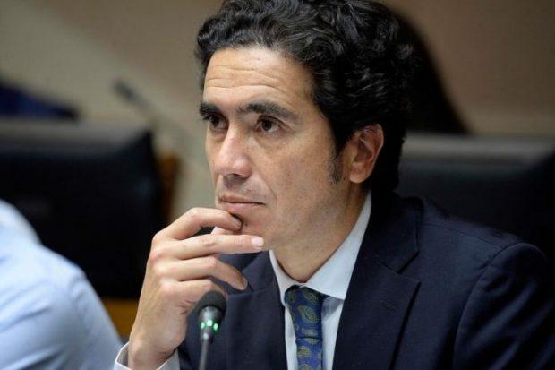 Ministro-de-Hacienda-Briones-696x464
