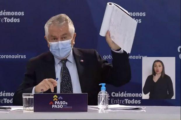 El ministro de Salud, Enrique Paris, hizo una inédita autocrítica y pidió perdón a las familias de las víctimas del Covid-19. Foto: MINSAL.